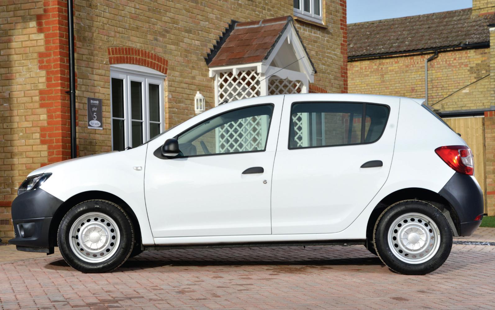 Dacia Sandero Access 2013 Profile Front Seat Driver
