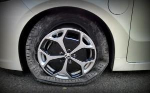auxhall Ampera 2013 Tyre vs Pothole #lifewithampera