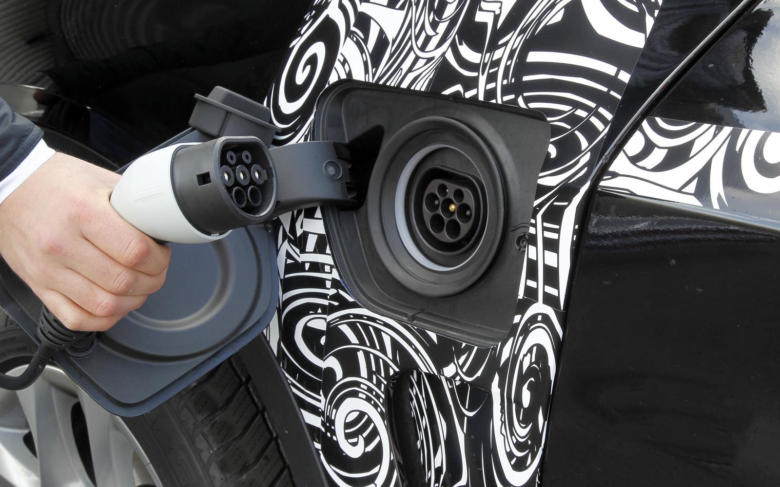 BMW X5 eDrive PHEV Prototype 2014 Plug FrontSeatDriver.co.uk