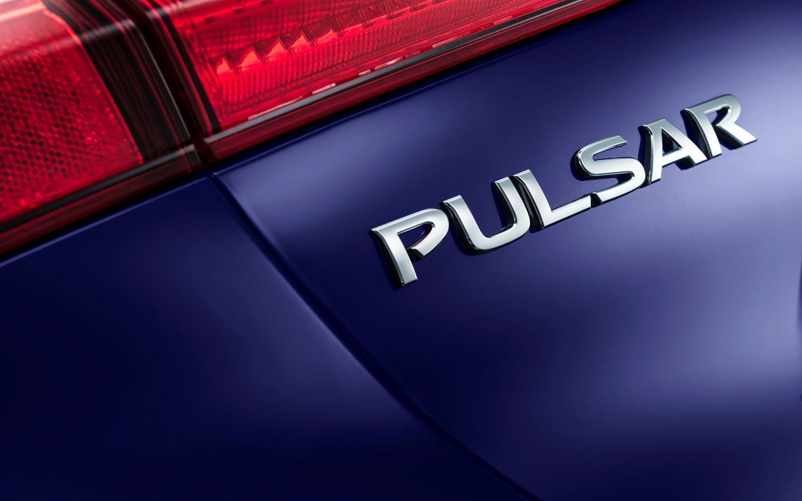 Nissan Pulsar 2014 Badging Detail FrontSeatDriver.co.uk