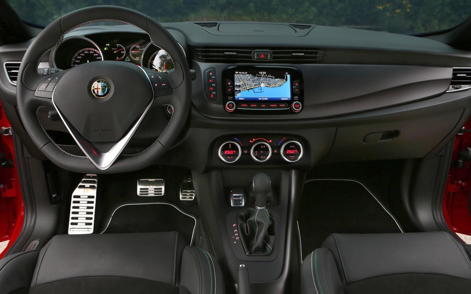 Alfa Romeo Giulietta Quadrifoglio Verde 2014 Dashboard