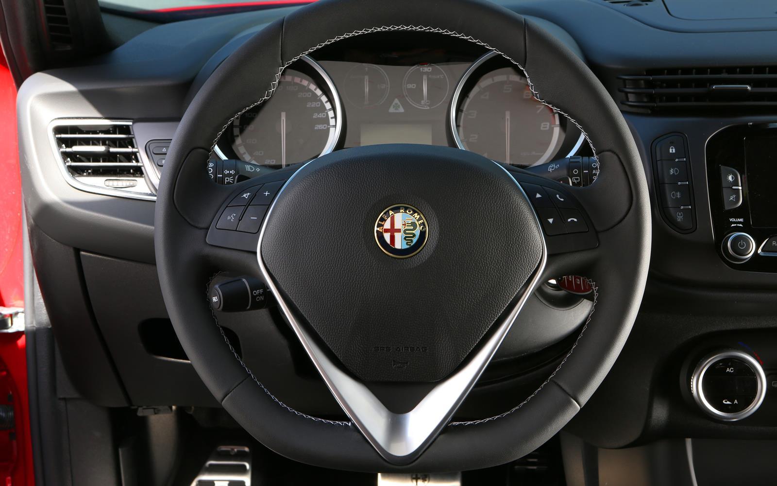 Alfa Romeo Giulietta Quadrifoglio Verde 2014 Steering