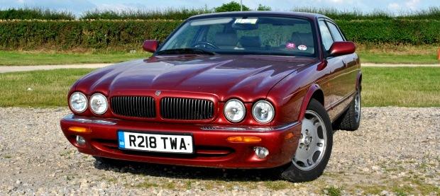 Jaguar XJ8 1998 620x277
