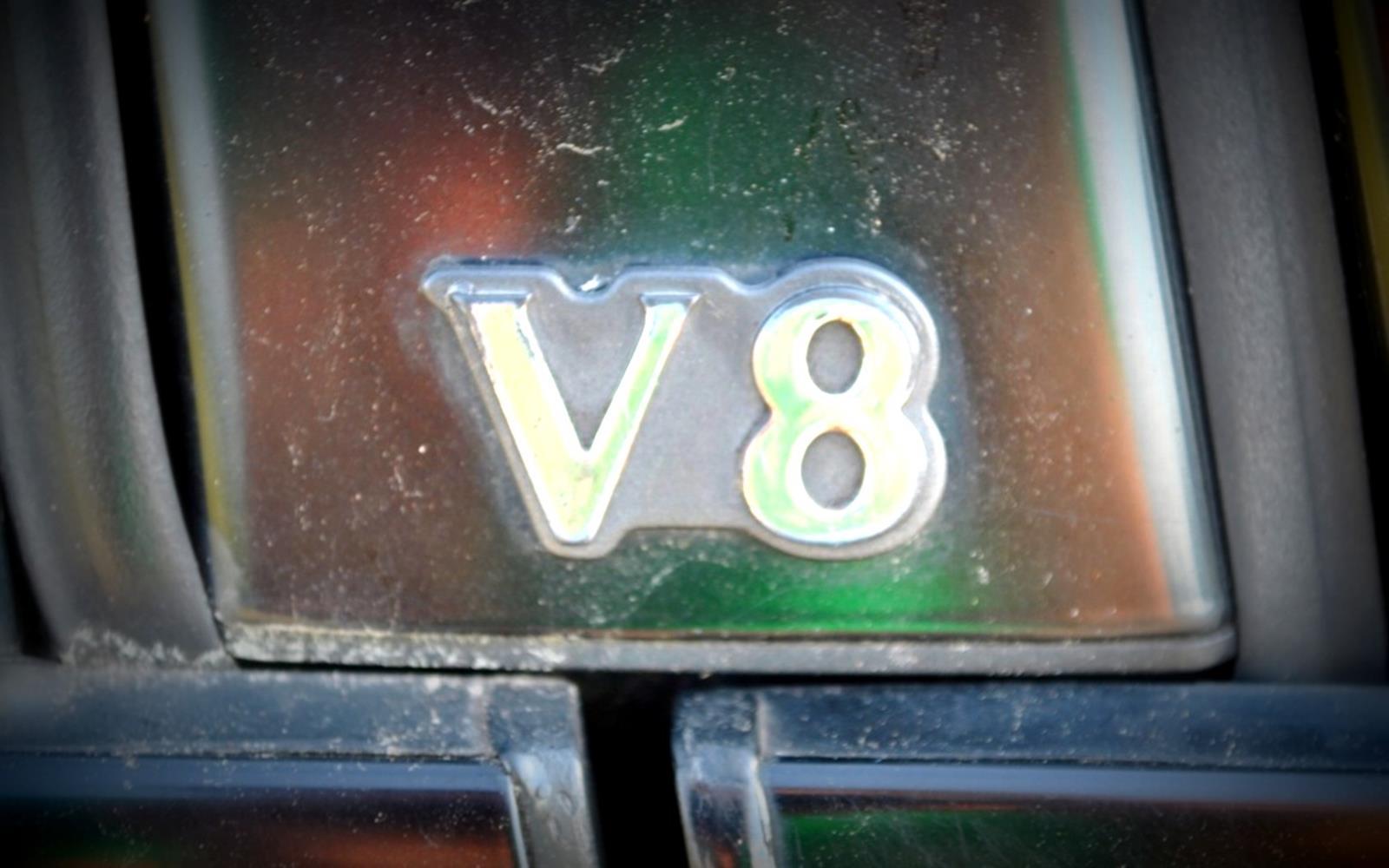 Jaguar XJ8 1998 V8 Badge Detail FrontSeatDriver.co.uk