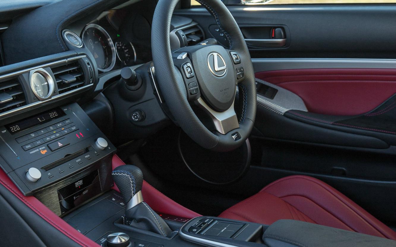 Lexus RC F 2015 Dashboard
