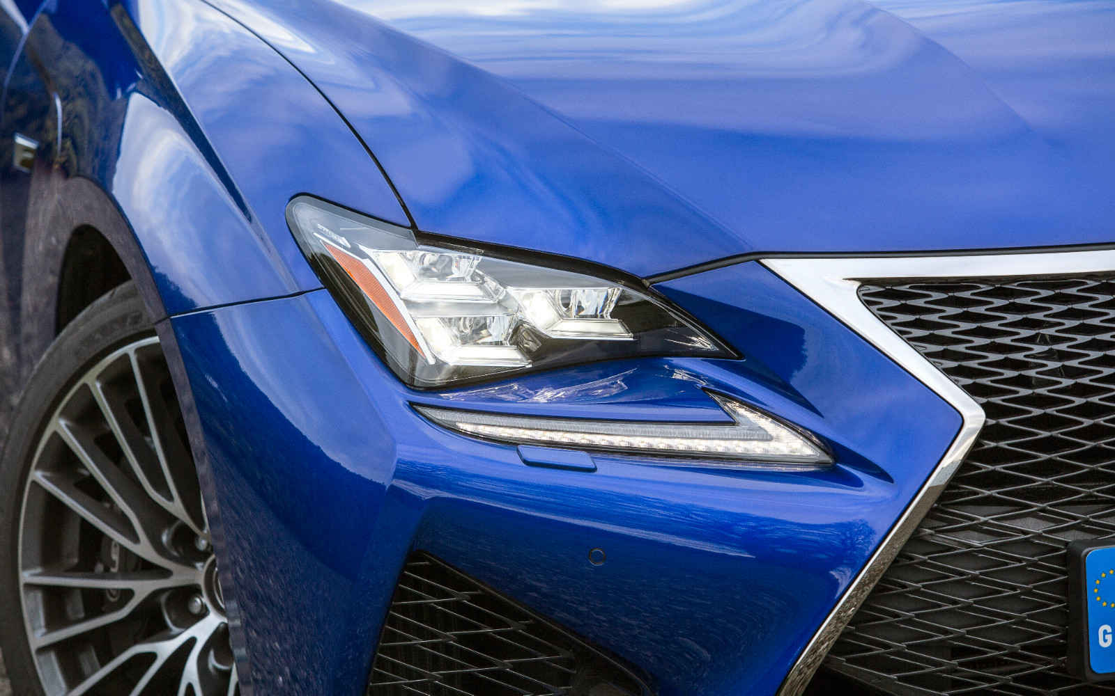 Lexus RC F 2015 Light Detail