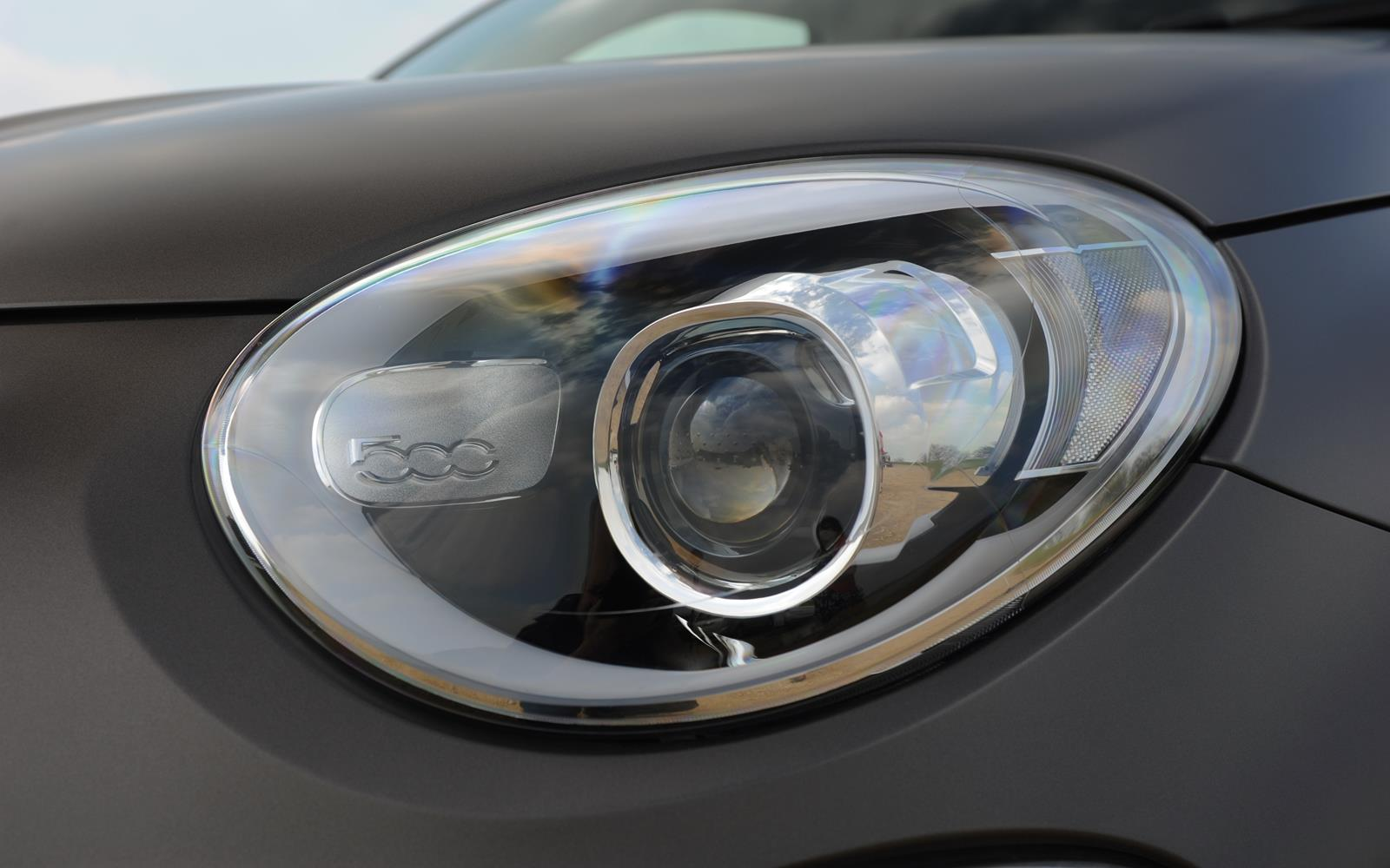 Fiat 500X 2015 Headlight Detail