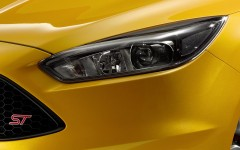 Ford Focus ST 2015 Headlight Detail