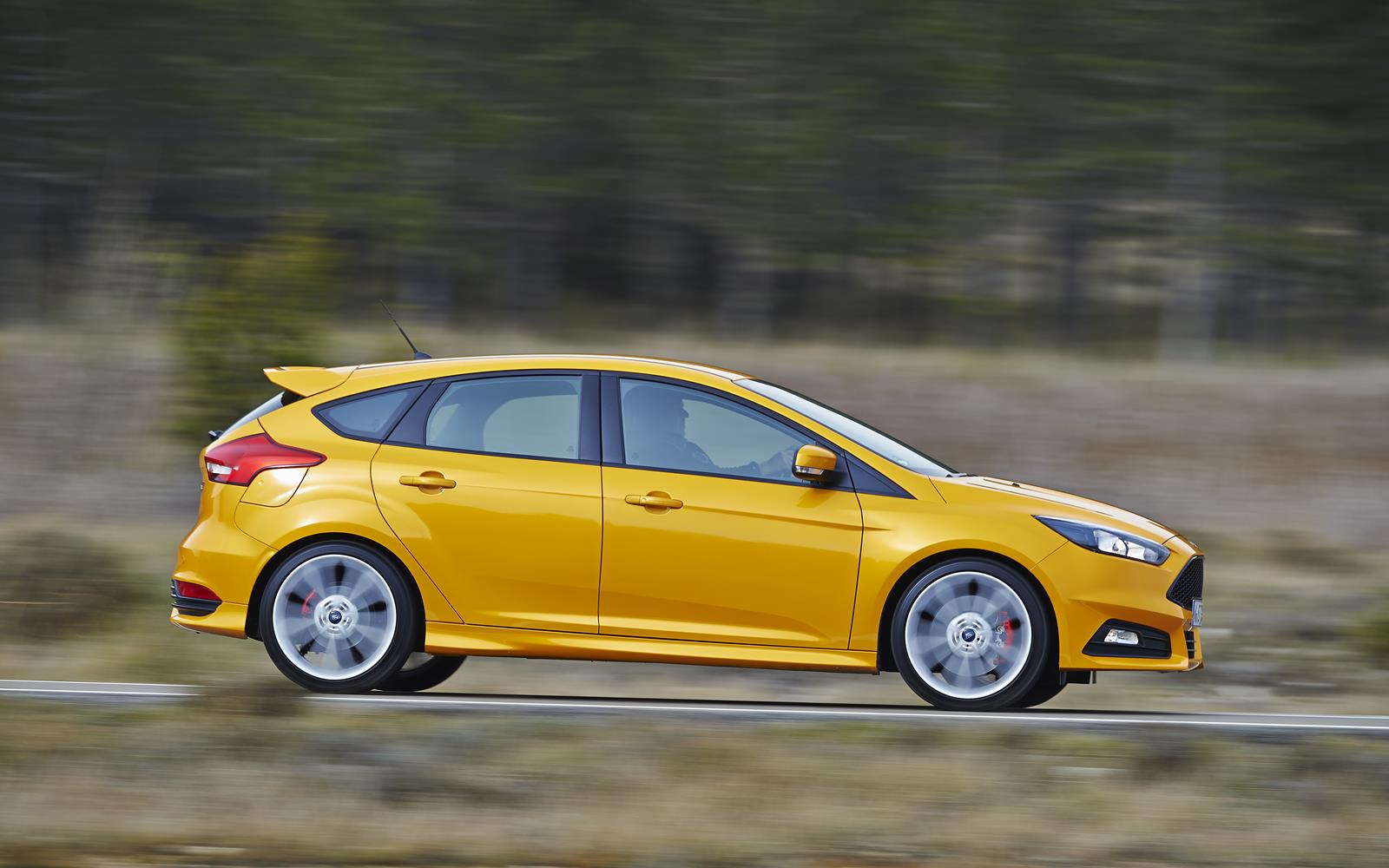 Ford Focus ST 2015 Profile Dynamic