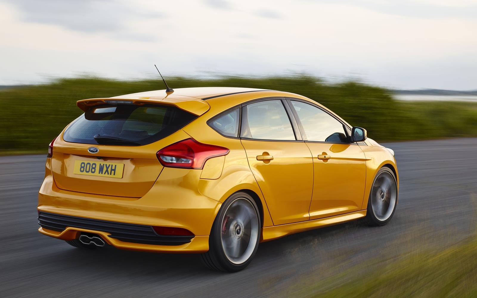 Ford Focus ST 2015 Rear Dynamic