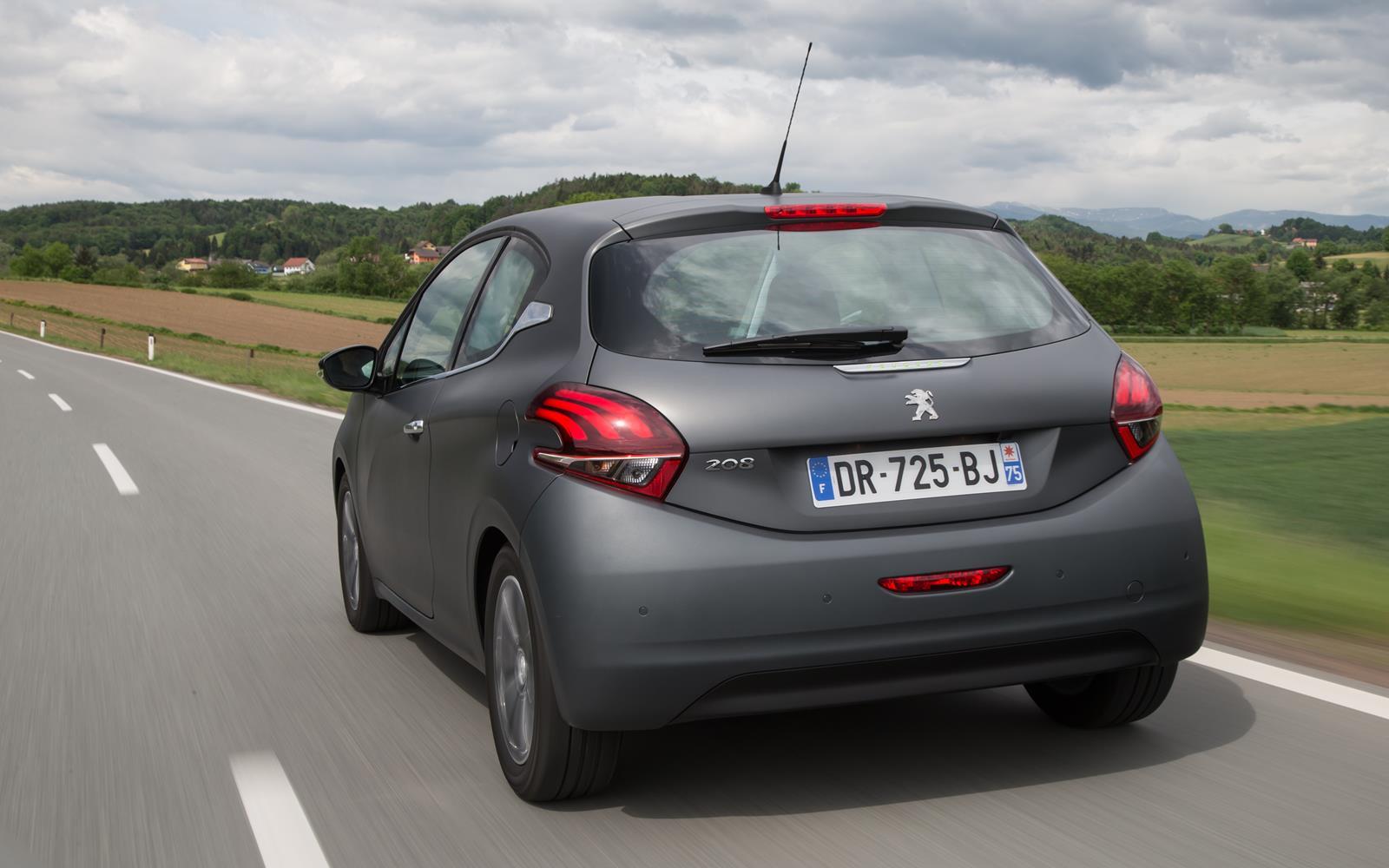 Peugeot 208 2015 Rear Dynamic