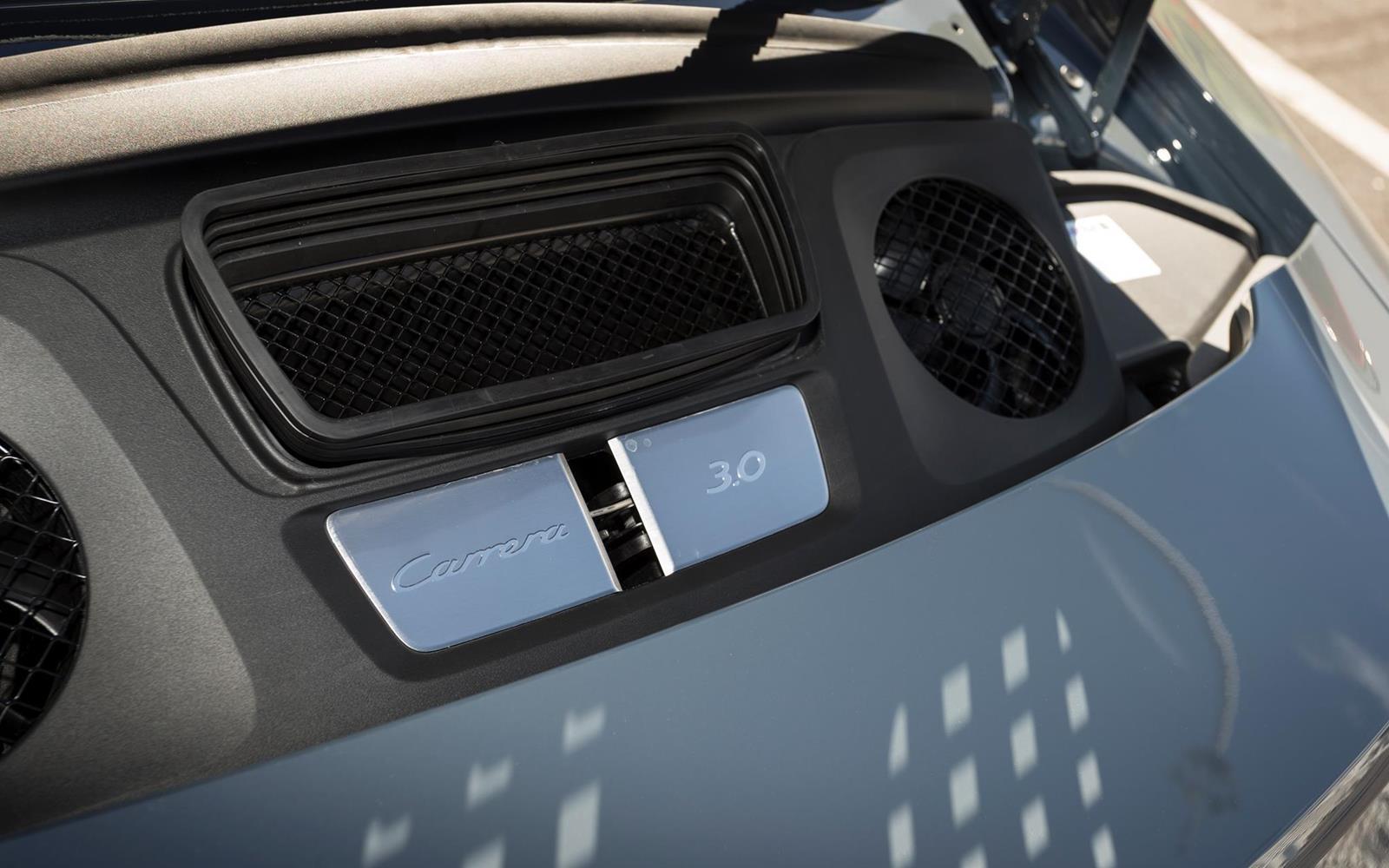 Porsche 911 Carrera 2015 Detail Engine
