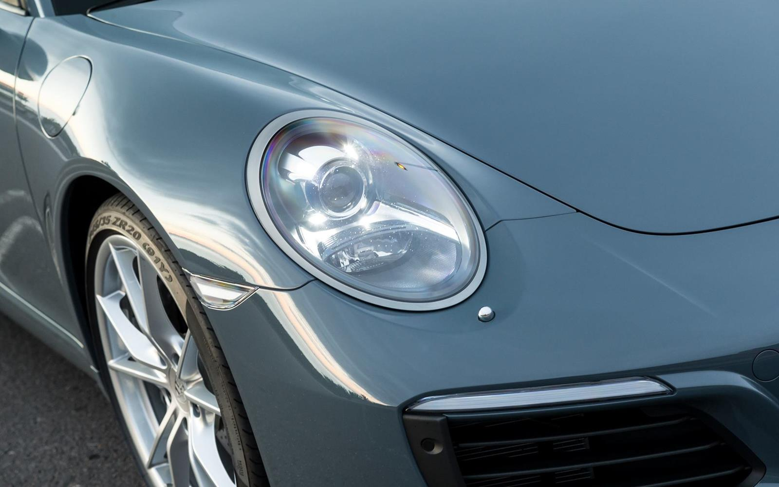 Porsche 911 Carrera 2015 Detail Exterior Light