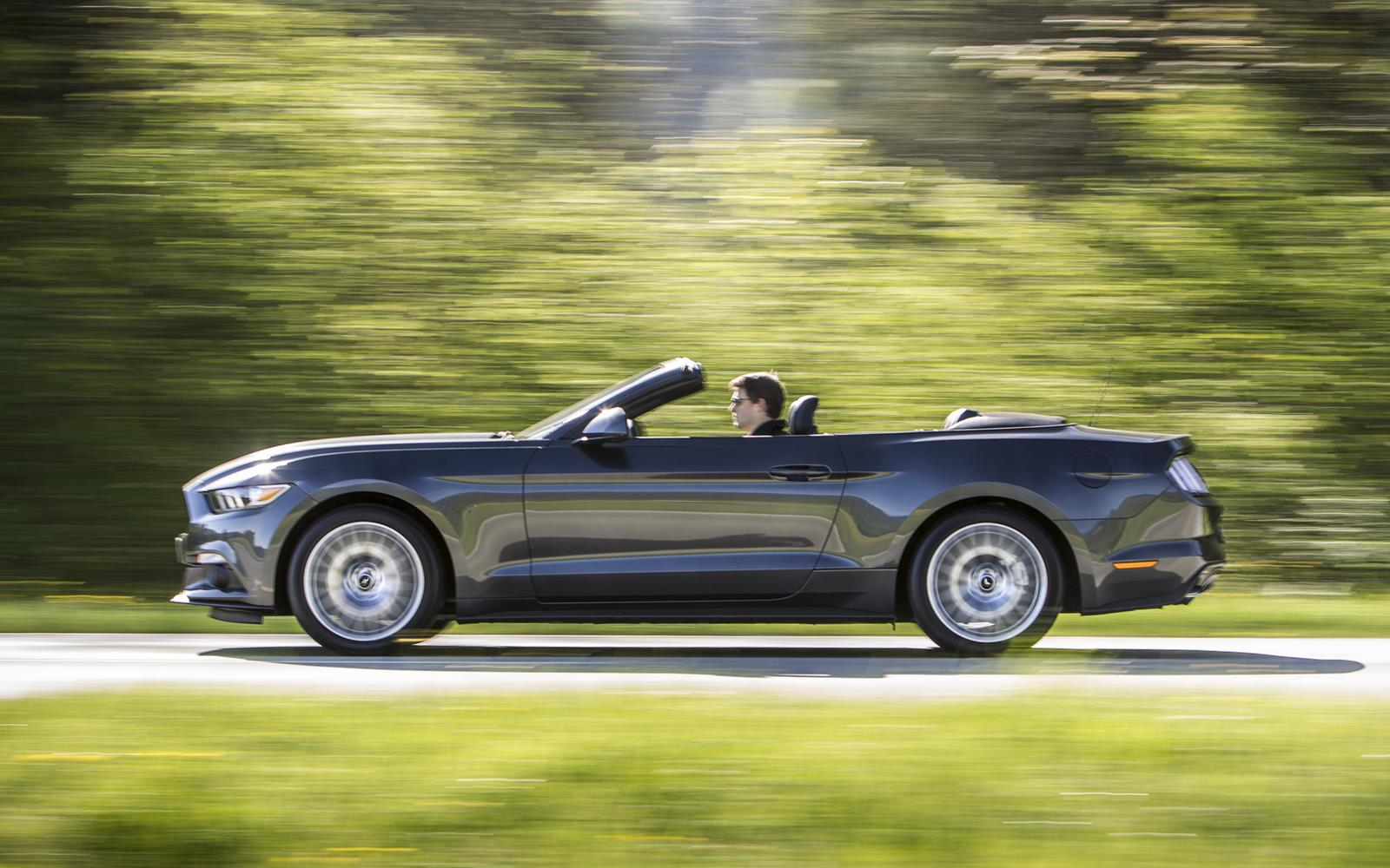 Ford Mustang 2.3 EcoBoost Convertible 2015 10