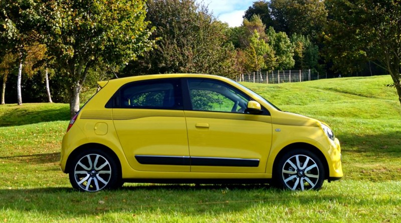 first drive renault twingo front seat driver. Black Bedroom Furniture Sets. Home Design Ideas