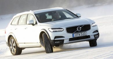 Volvo V90 Cross Country. Sideways.